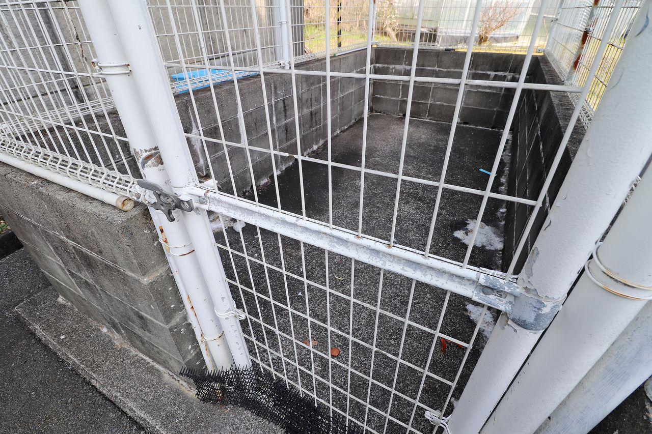 24時間ゴミ捨て可能なゴミステーションが敷地内にあります。動物に荒らされる心配がないので清潔に保つことができます。