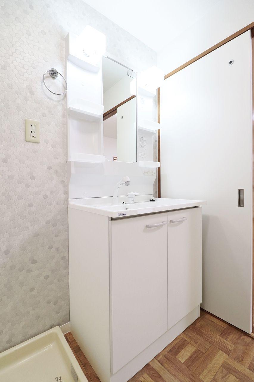 新しく備え付けた洗面台。伸縮性のあるシャワーノズルのものが採用されていて使い勝手がパワーアップしています。