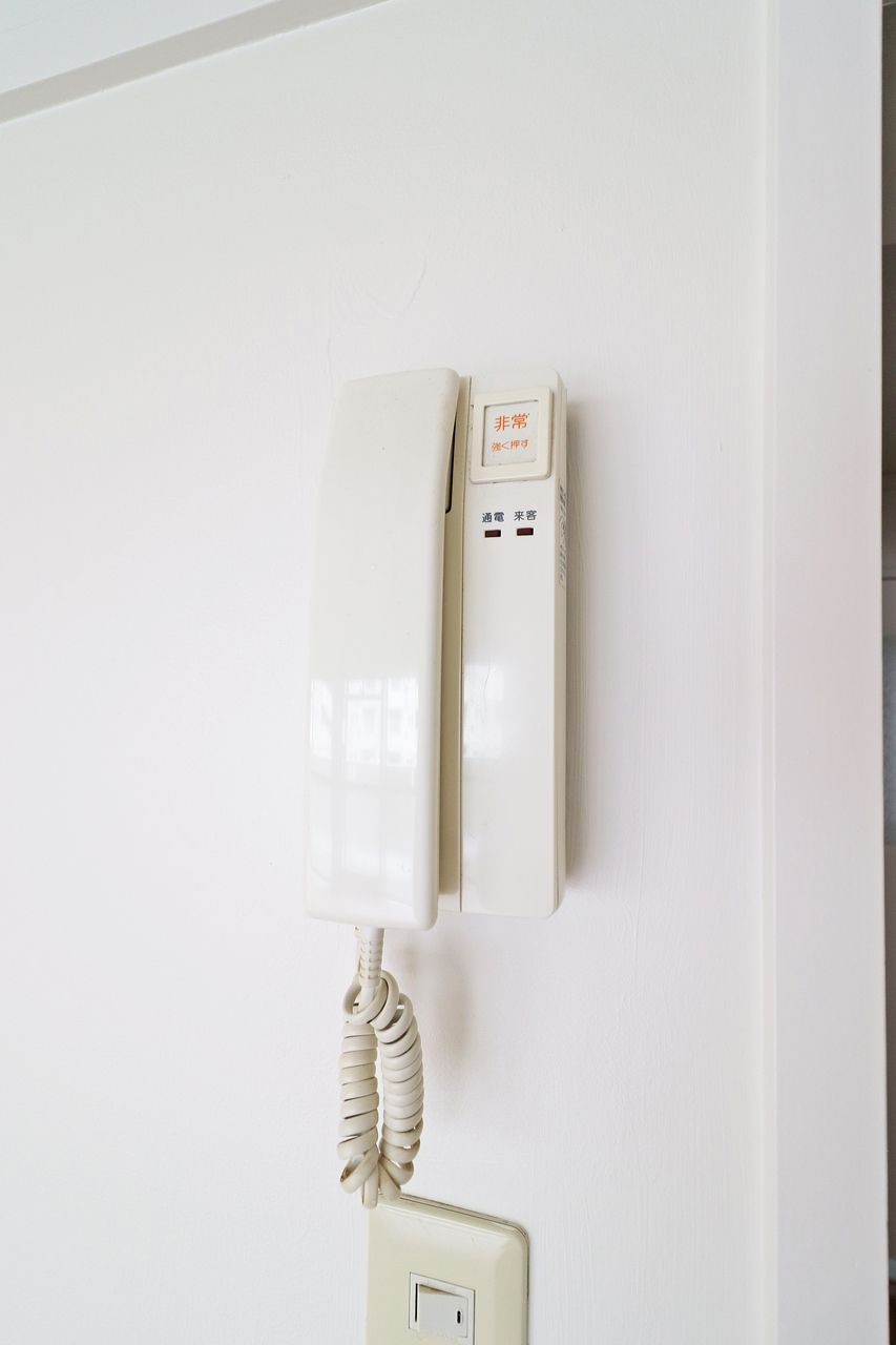 急な来客や、忙しい時にDKから対応できるのインターホン。あると便利な設備です。