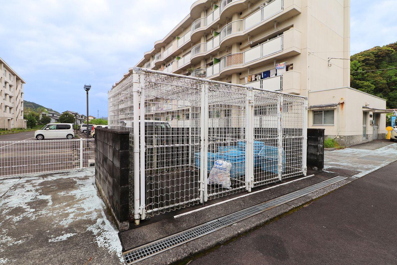 動物に荒らされる心配のないゴミステーションが敷地内にあります。