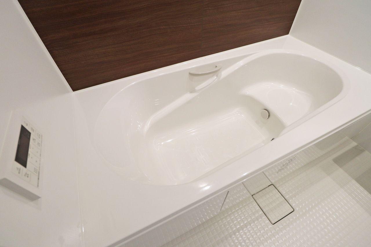ゆったりと足をのばせる一坪風呂で一日の疲れを癒しましょう。浴室乾燥機もついているので湿気対策にも◎