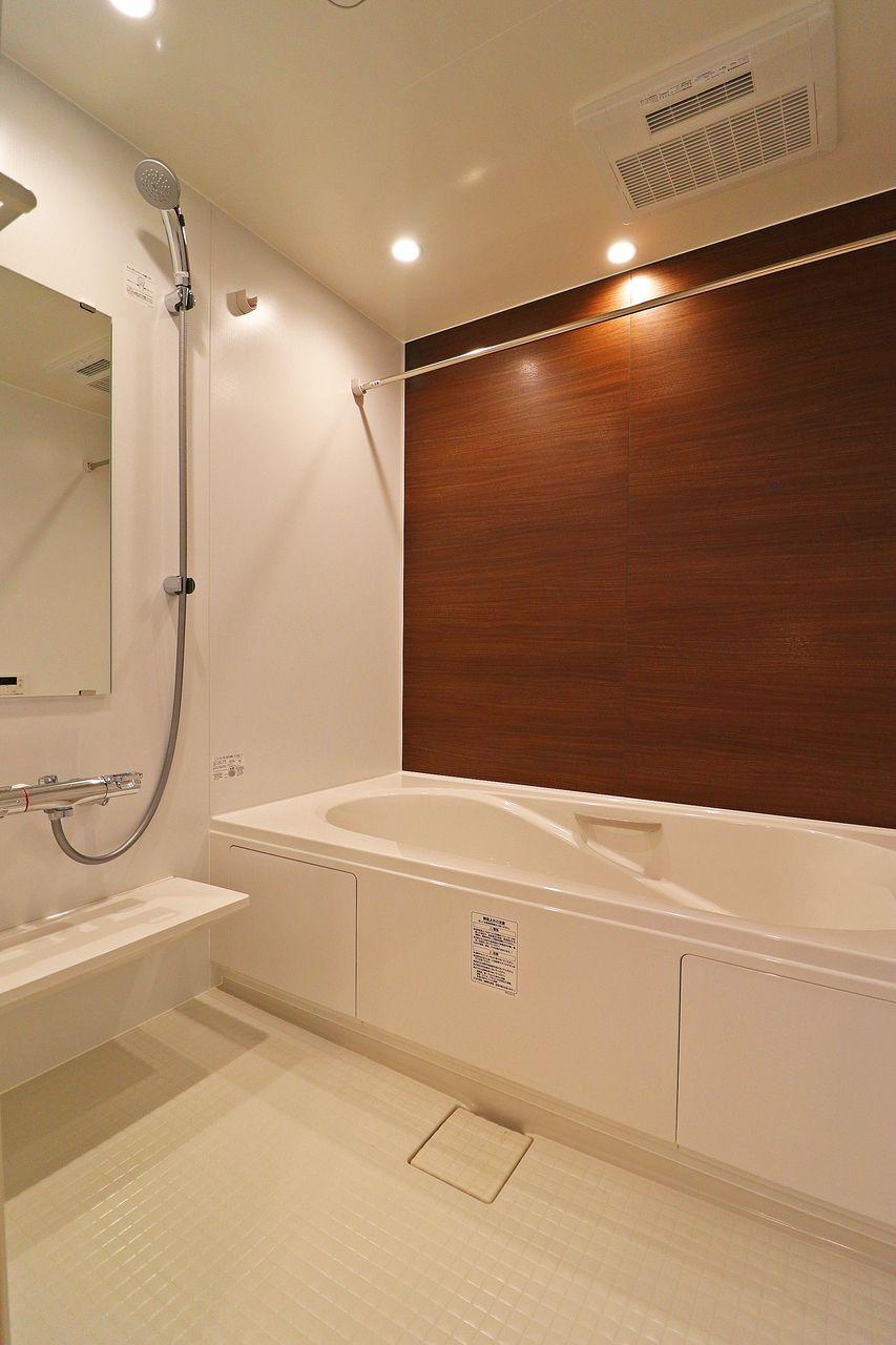 1日の疲れを癒せる一坪風呂。足を伸ばしてよりくつろげる空間に!