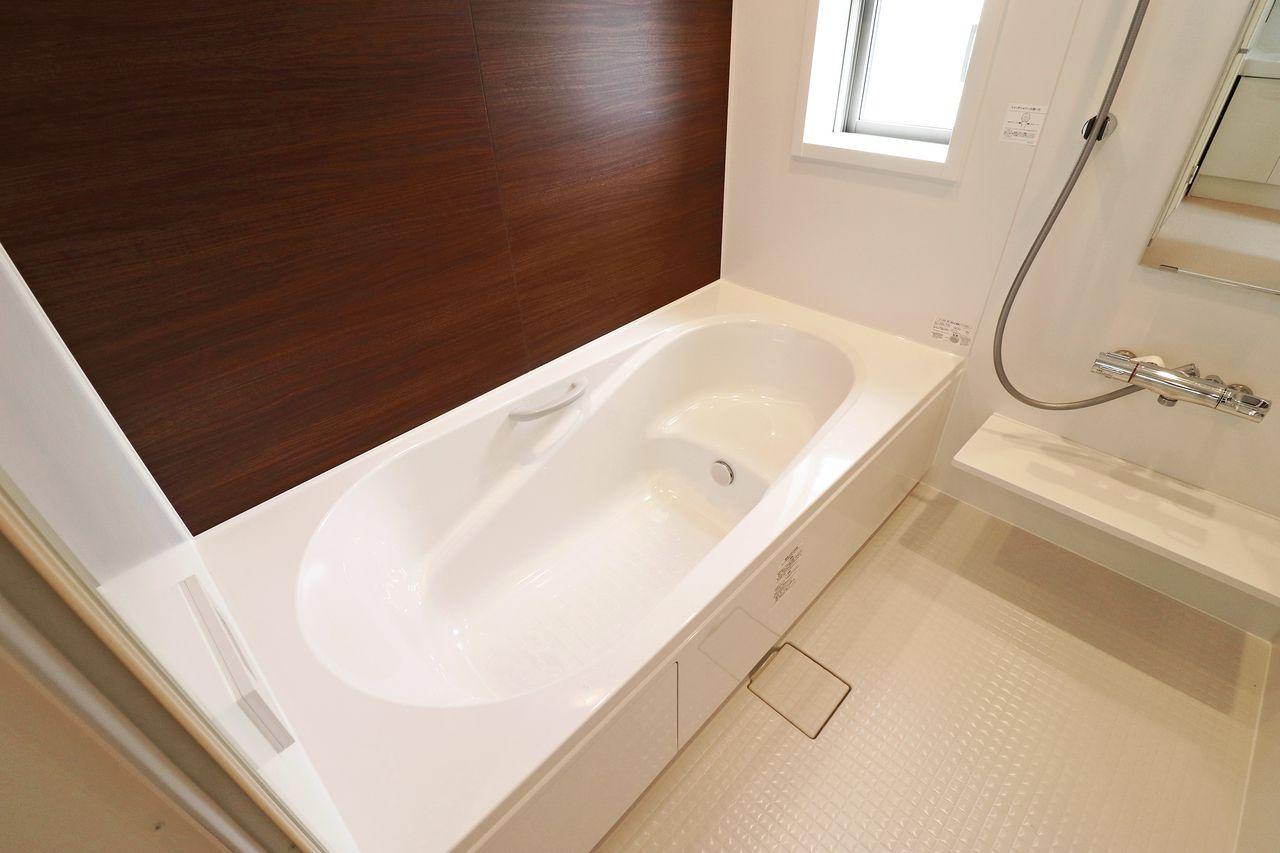 一日の疲れを一坪風呂でリフレッシュ!この浴室には浴室乾燥機もついていますよ。