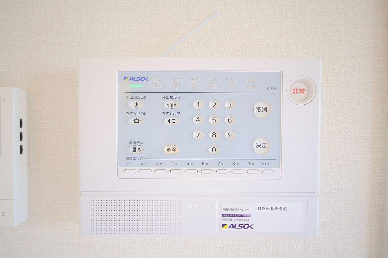 ALSOKホームセキュリティ。ご家族の暮らしや住まいの安全を徹底的に守ってくれます。