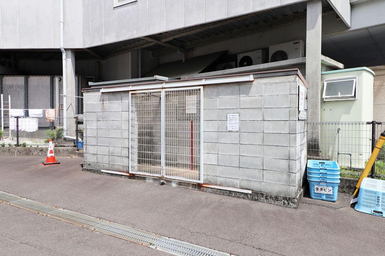 敷地内にゴミステーションがあります。動物に荒らされる心配がなく、敷地が汚れにくいですよ。