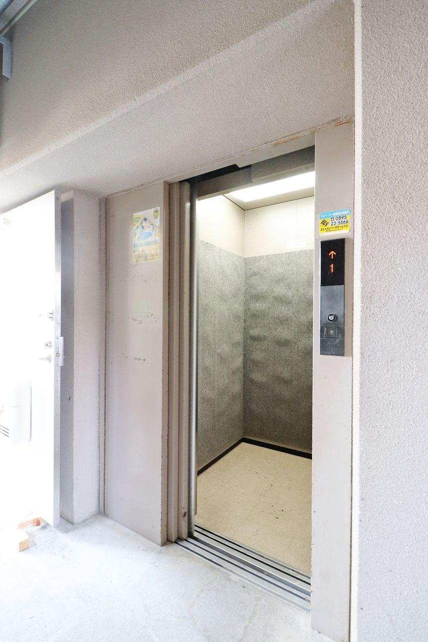 6階のお部屋なのでエレベーターは必須。荷物が多い日も安心です。