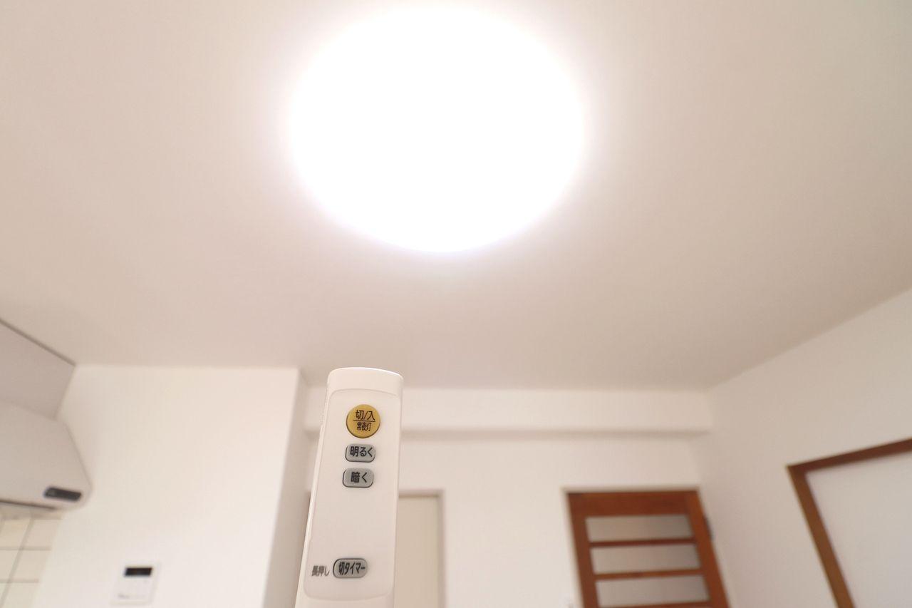 意外と嬉しい設備の一つ。照明もリモコンひとつでピピっと。