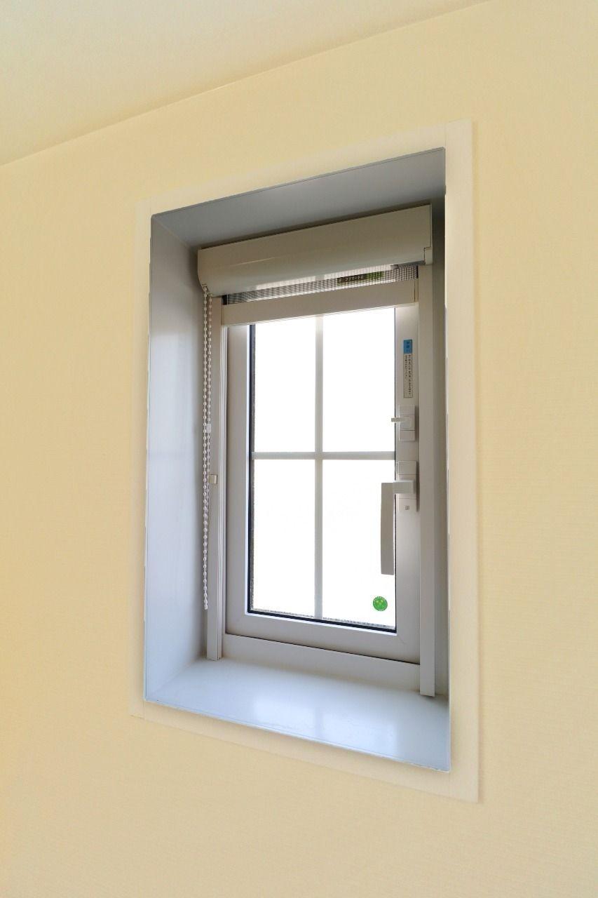浴室換気乾燥機だけでも換気能力は十分ですが、さらに浴室窓もあります。換気に加えて光も取り込める一石二鳥の設備です。