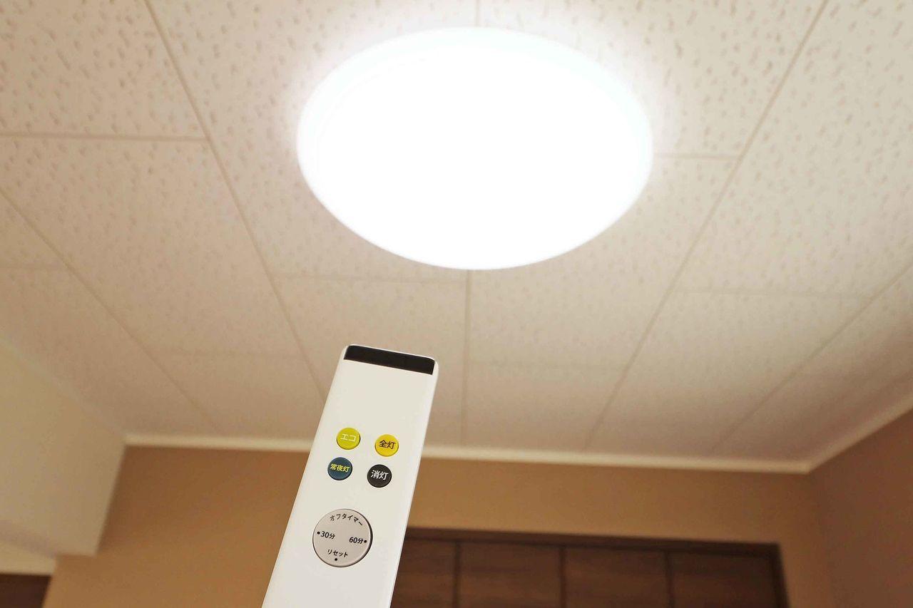 照明もリモコンひとつで。ソファーに座りながら照明の操作ができますね♪(北側洋室もリモコン照明がついています)