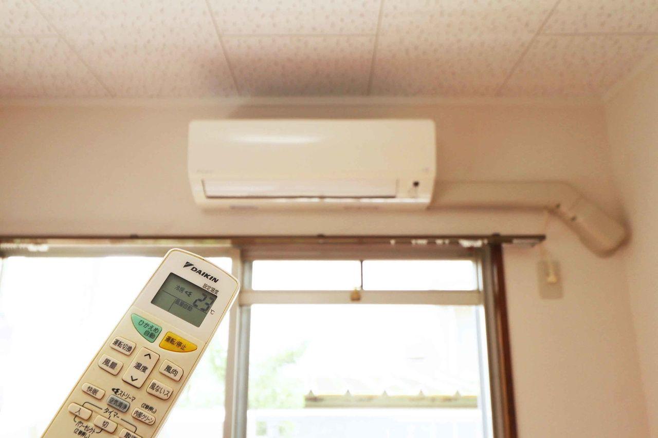 LDKにはエアコンが♪暑い季節も寒い季節にも役立つ心強い設備ですよね。
