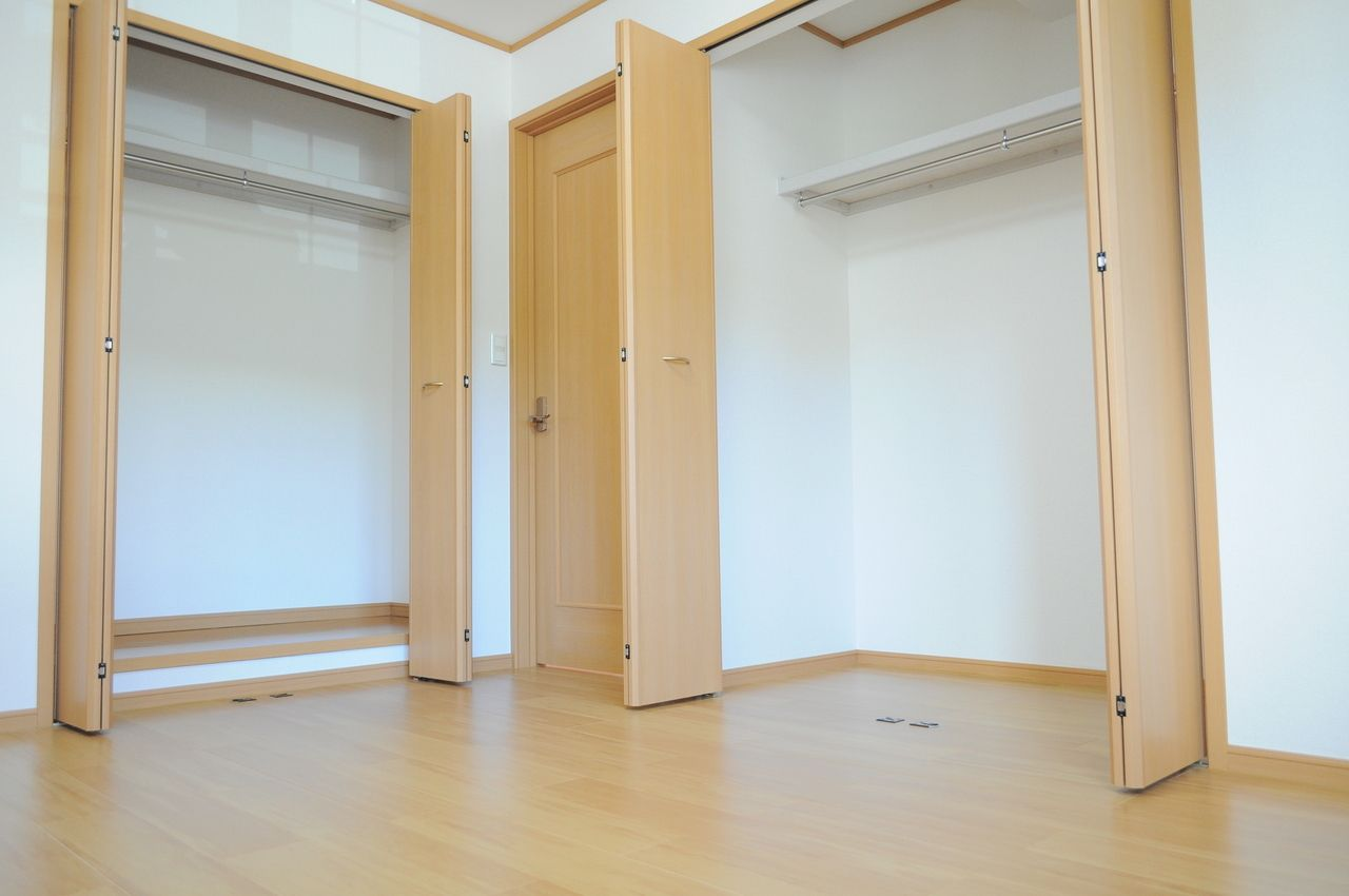 各洋室にはクローゼットがしっかり付いています。荷物が多い方には嬉しい設備。