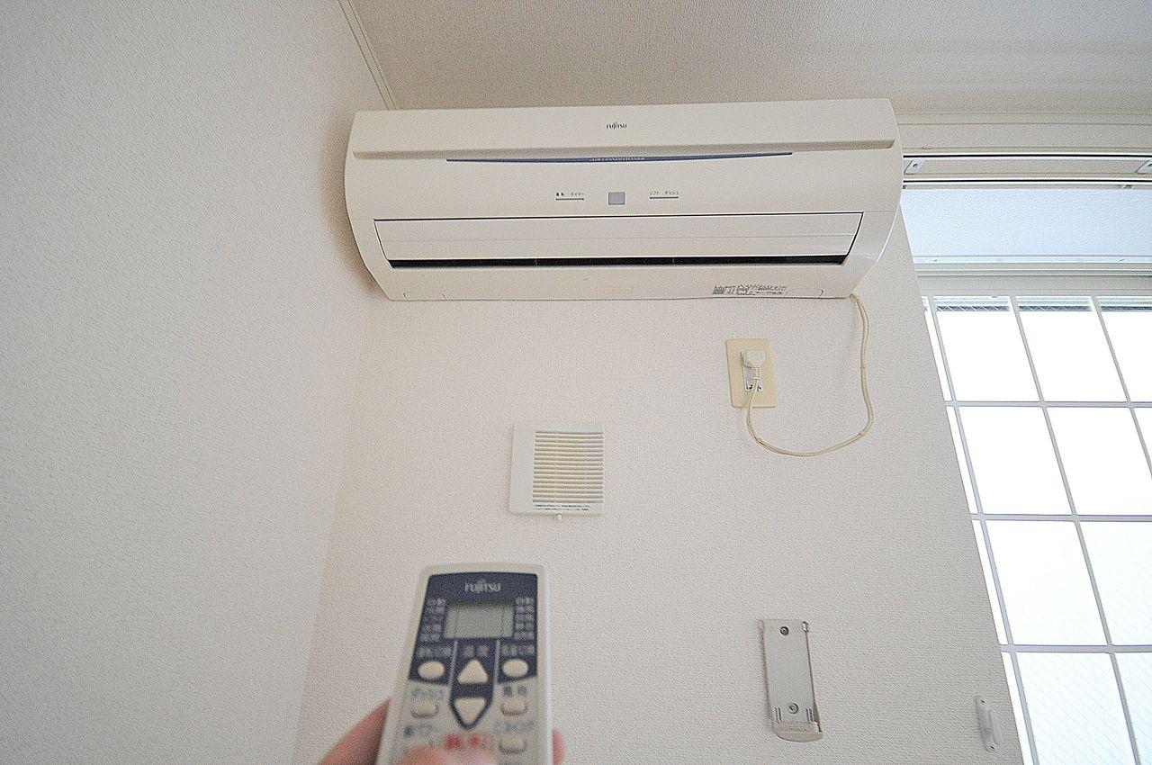 リビングと洋室に計2台エアコンが備わっています。季節を問わず活躍することでしょう!