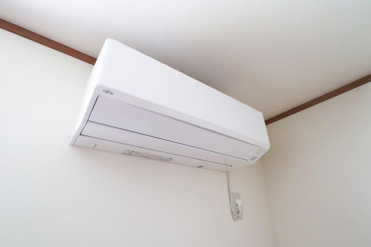 計3台!LDKと洋室にエアコンが付いています。入居後に購入する必要もないです。