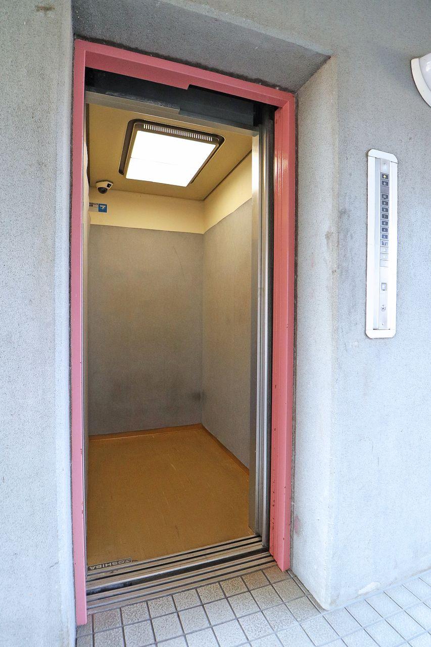 居住階は4階。エレベーターがないとちょっとしんどい・・そんな方にも安心のエレベーター付きマンションです。