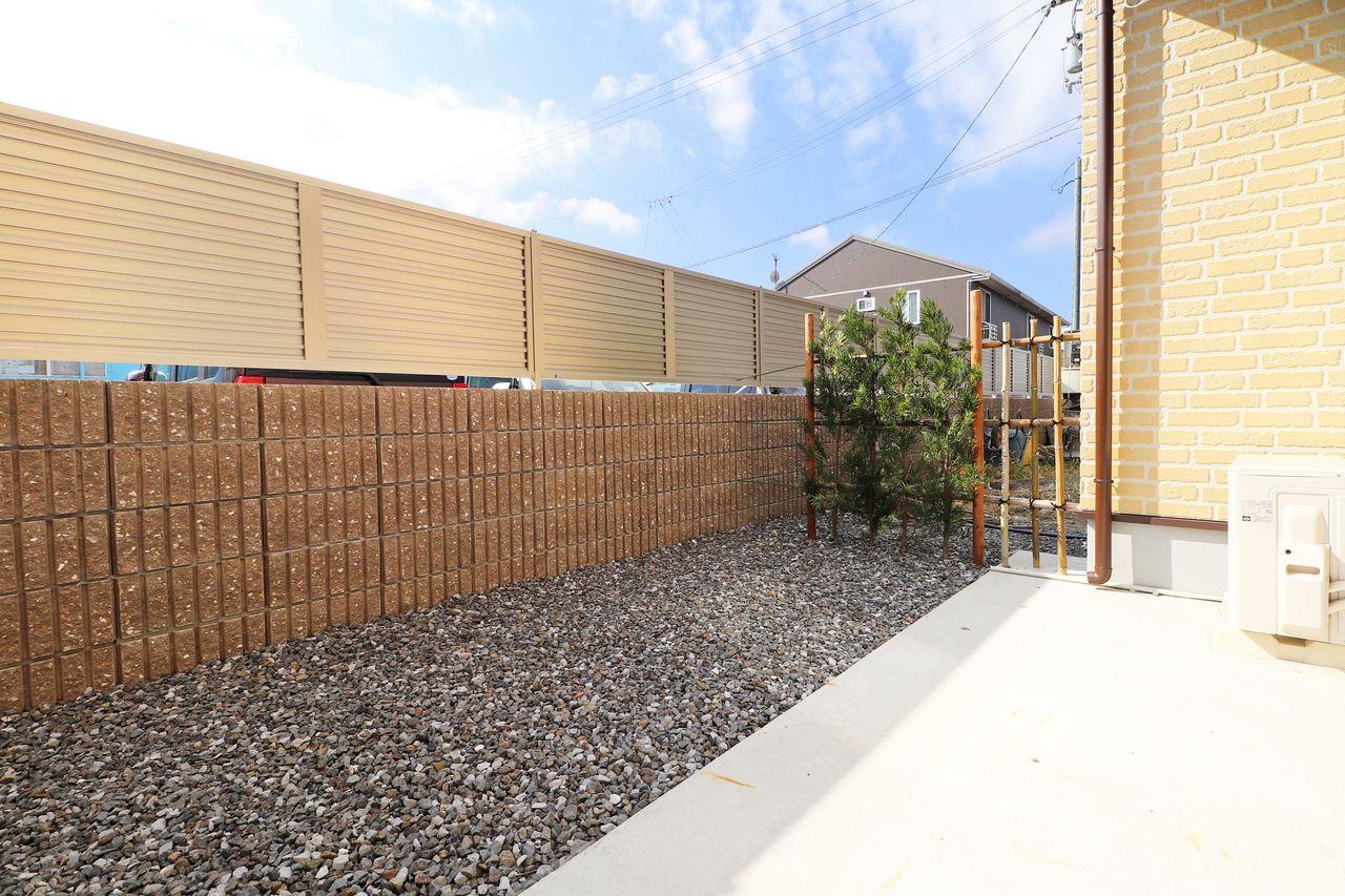 自分だけのお庭を手に入れるチャンス。こちらも壁面が出っ張っており、テラスもあるので寛ぐ事のできる空間が出来上がりそう。