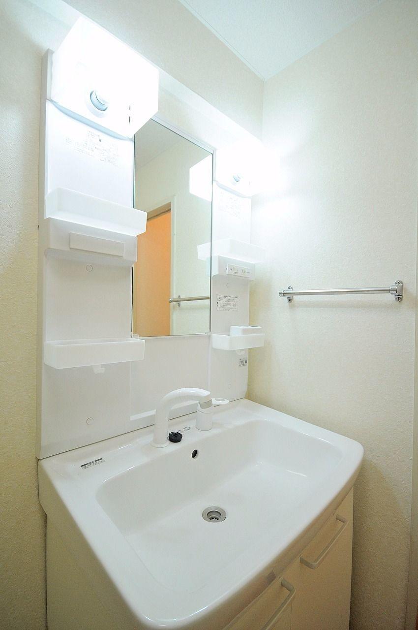 無くてもいいけど、有ると嬉しい設備がシャワー洗面台。地味に朝嬉しいです。