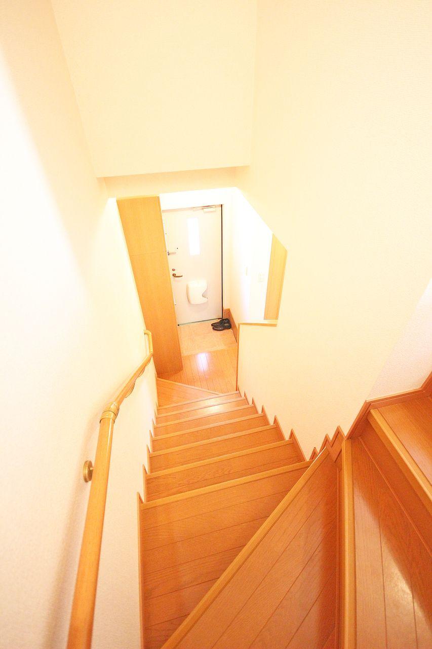 1階、2階の両方をつかえるメゾネットタイプのお部屋。どう使うかはあなた次第ですよ♪