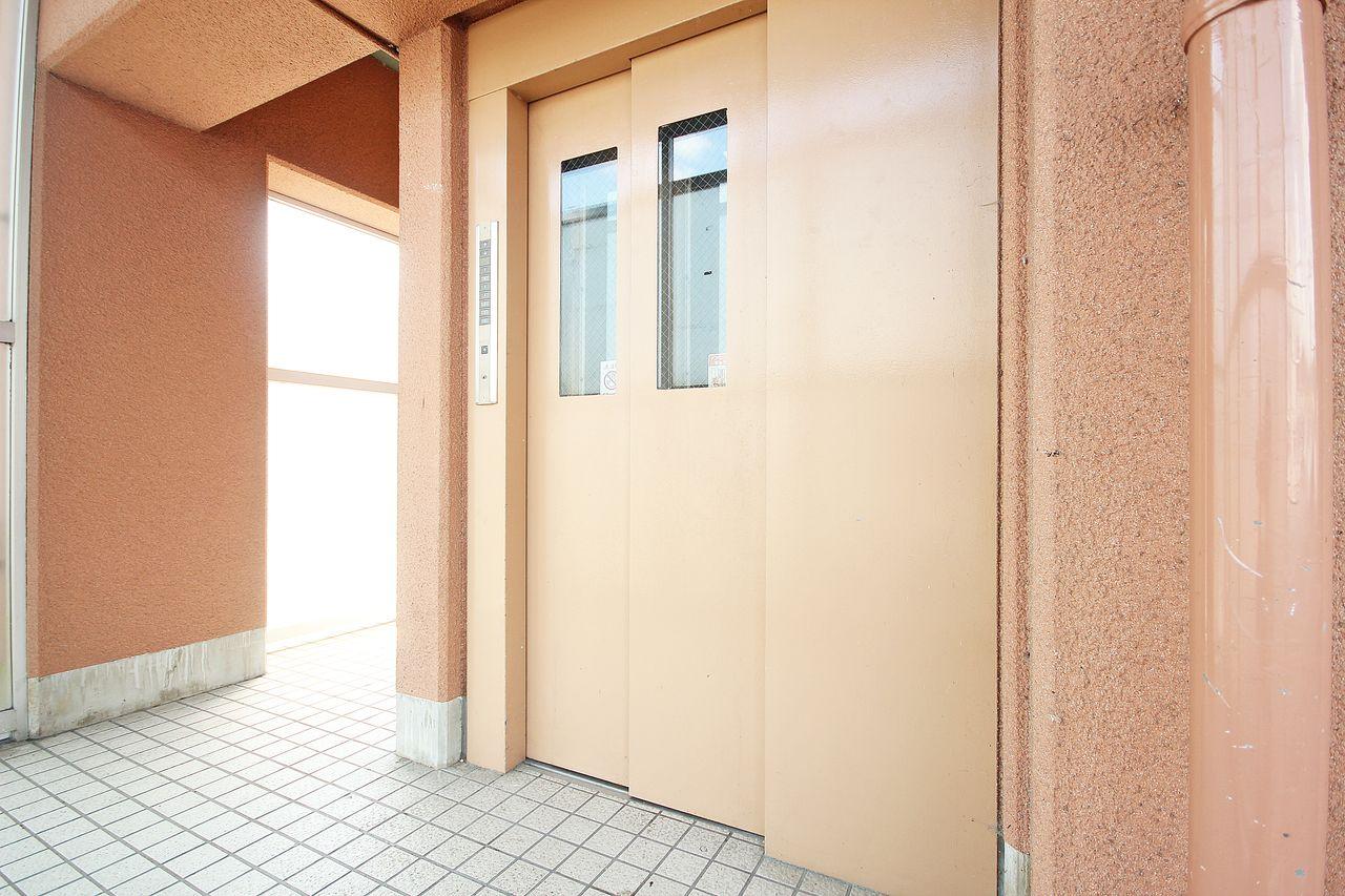 4階のお部屋なのでエレベーターは必須設備です。