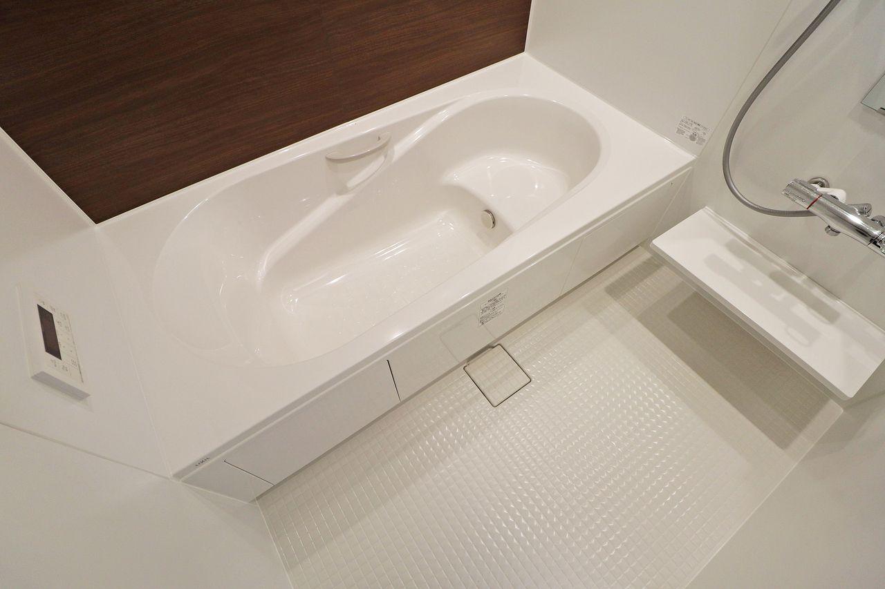 ゆったりと足をのばせる一坪風呂で一日の疲れを癒しましょう。浴室乾燥機もついているのでカビ対策にも◎