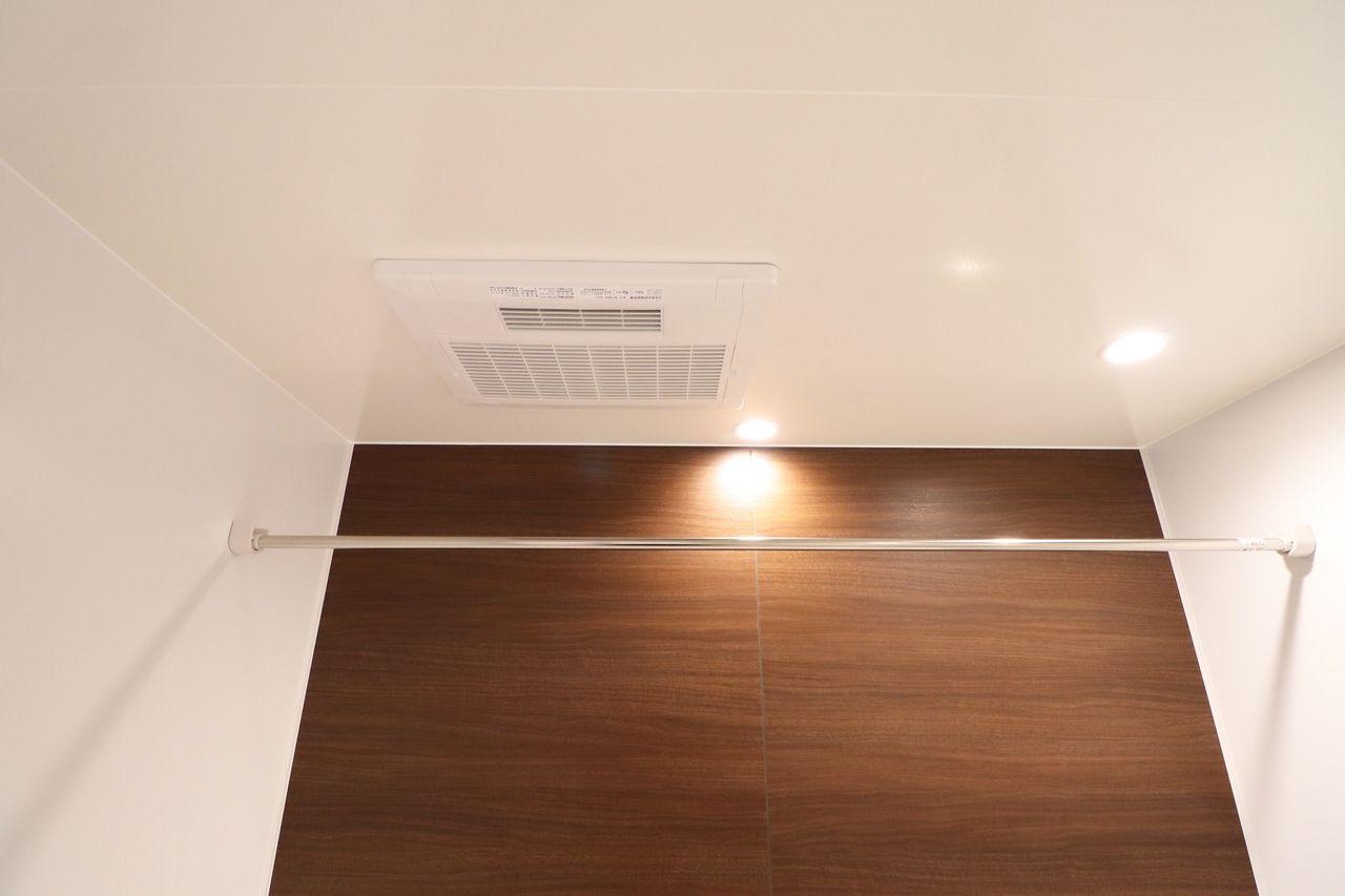 梅雨の時期などに役立つ浴室乾燥機♪冬の寒い日は暖房もつけられます。