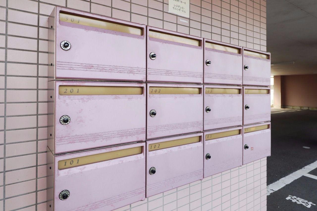 ダイヤル錠付きの集合ポスト。大事な郵便物を守ってくれます。