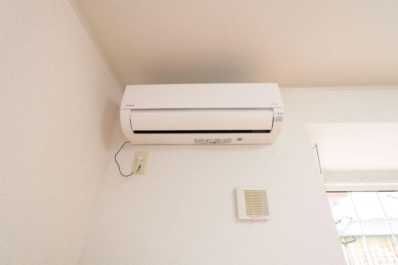 LDKと北東側洋室にエアコンがついています。冬の寒い日も夏の暑い日もこれで安心。