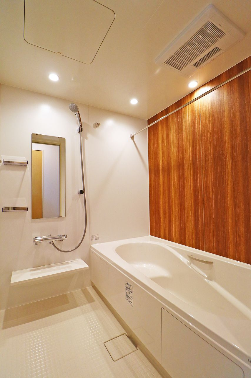 ゆったり寛ぐことのできる一坪風呂。浴室乾燥機や追焚機能もついていて、至れり尽くせりです。