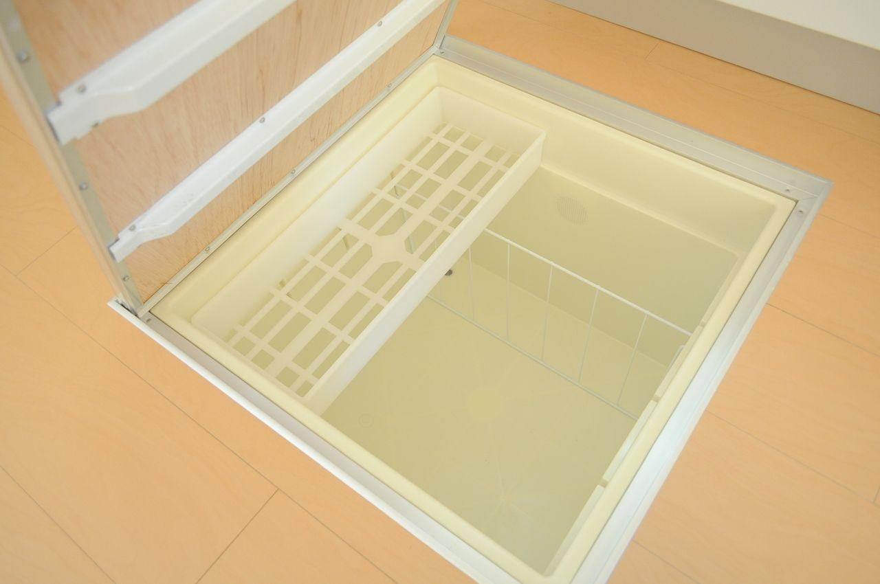 非常食などをストックできる便利な床下収納。1階のお部屋の特権です♪
