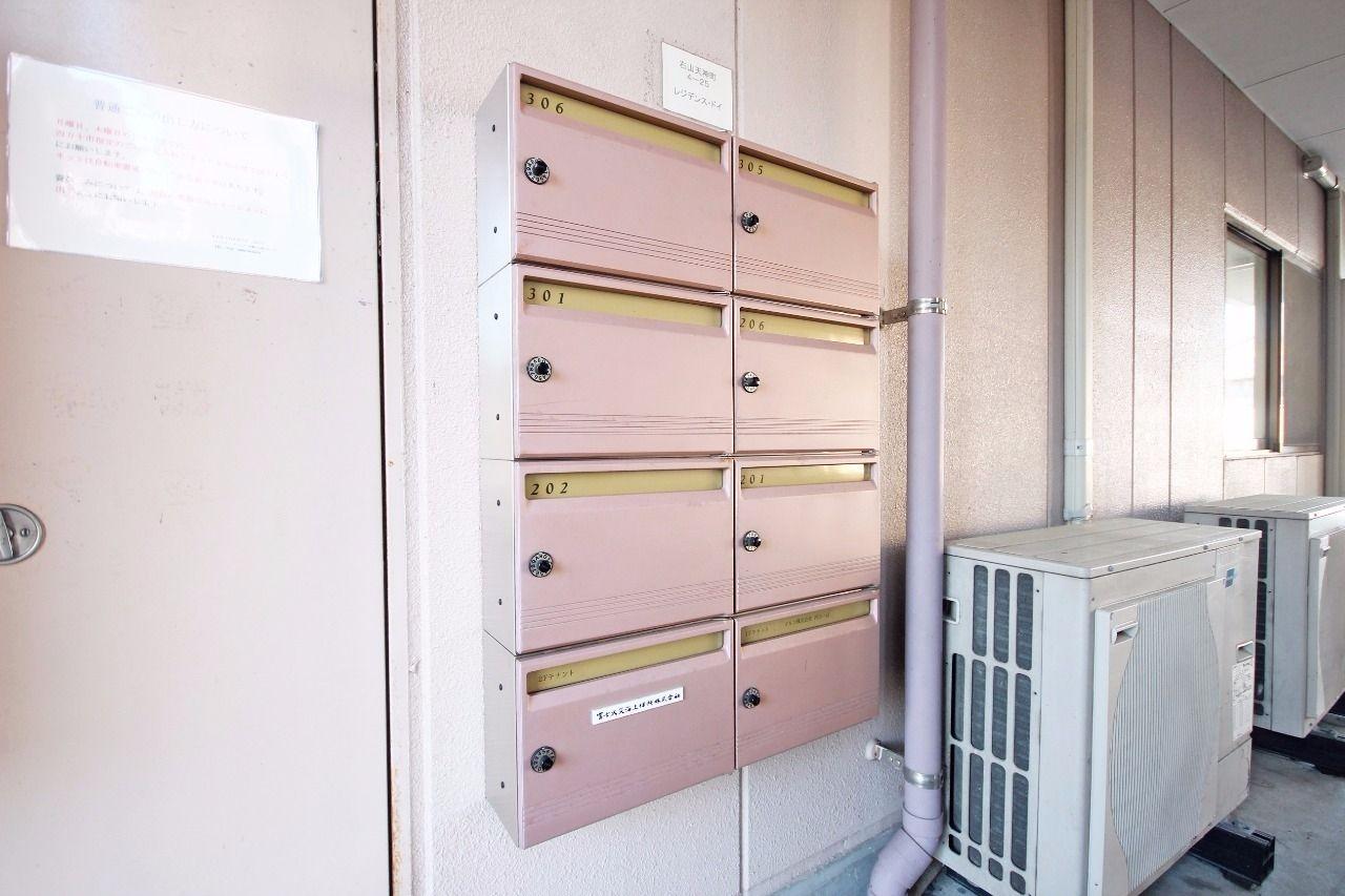集合ポストは鍵付きで、大事な郵便物を守ってくれます。
