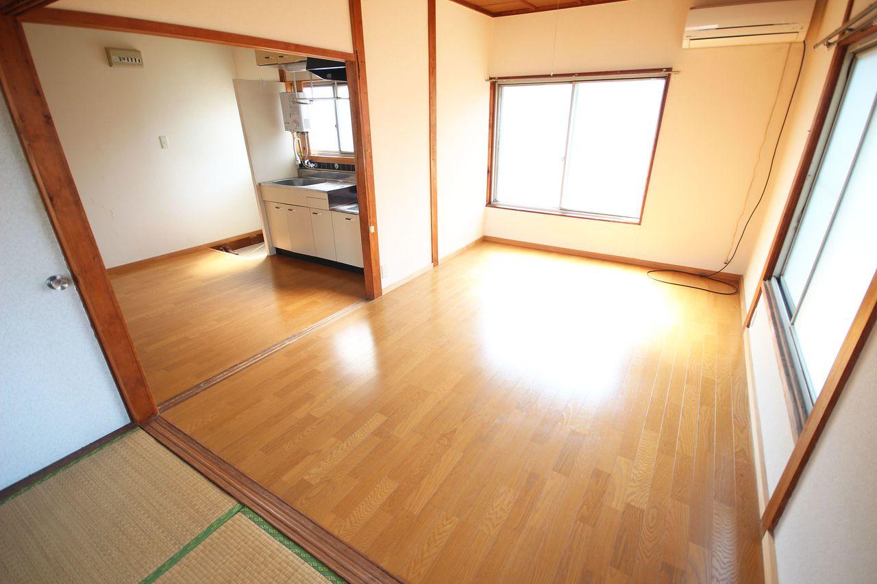 キッチンスペースと洋室を繋げて広々お部屋を使うこともできちゃいます。一人暮らし・カップルなどのライフスタイルに応じた使い方ができますよ。
