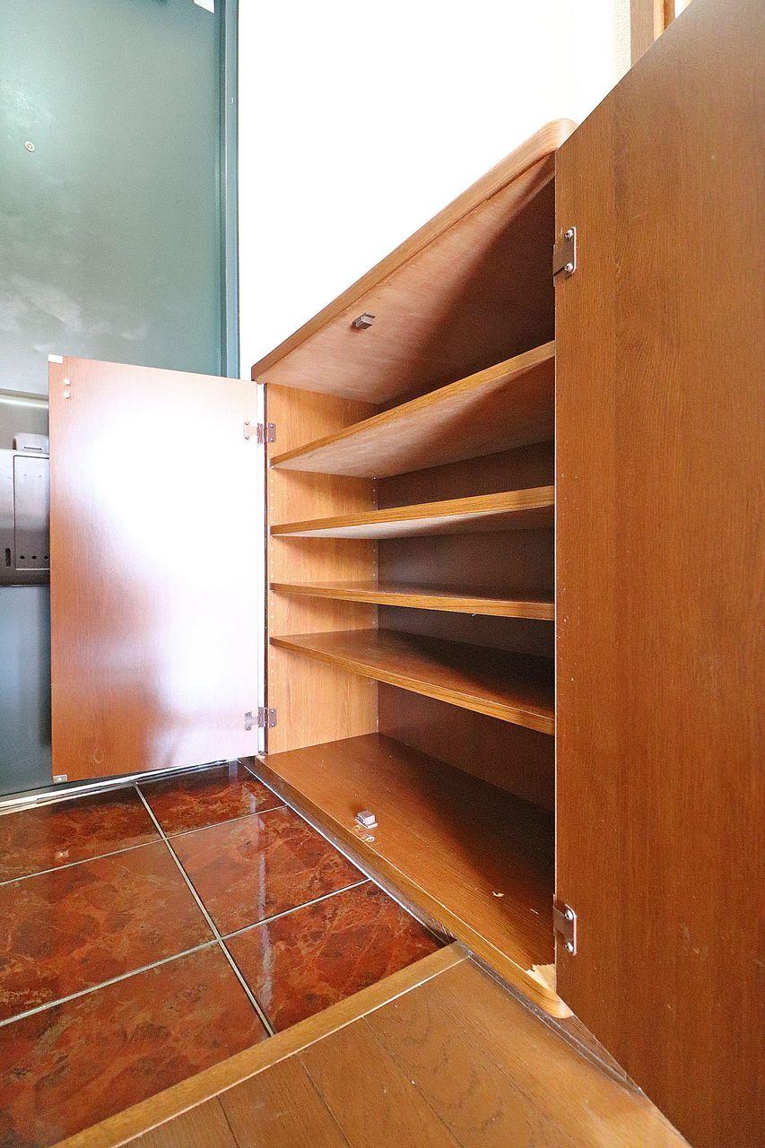 備え付けのシューズボックスがあります。きっちり収納して玄関の整理整頓に役立てて下さい!