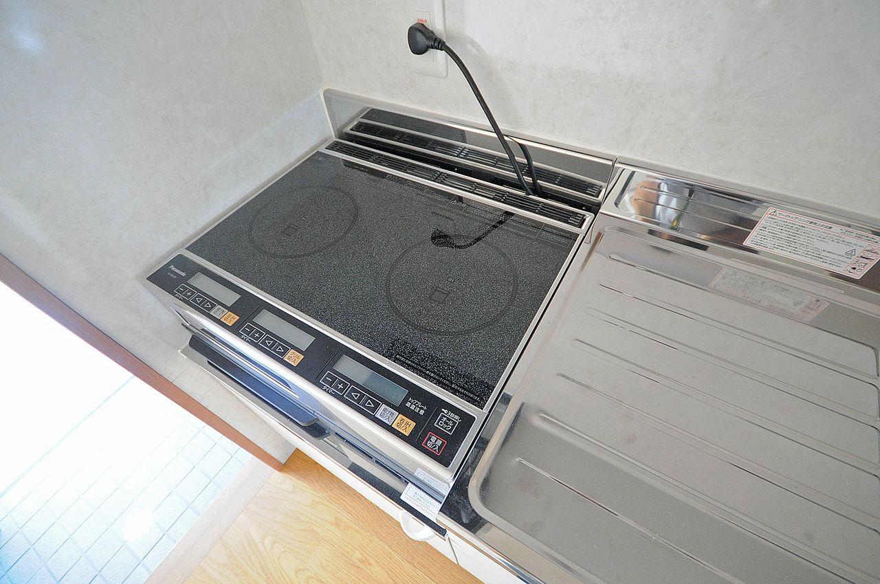 火を使わない安心感とお掃除が楽というメリットがあります。設備として設置されています。