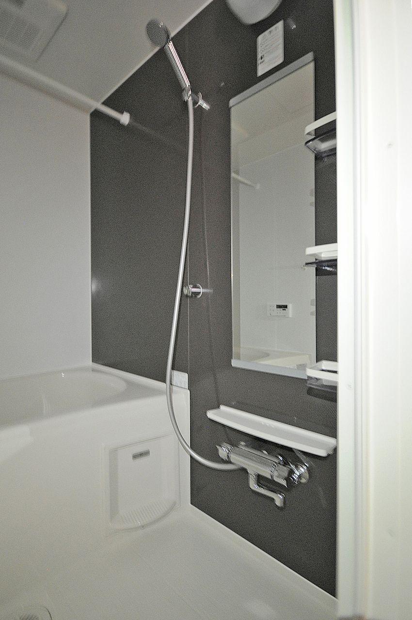 浴室乾燥機付きのお風呂です。梅雨や花粉時期のお洗濯にも困りません。