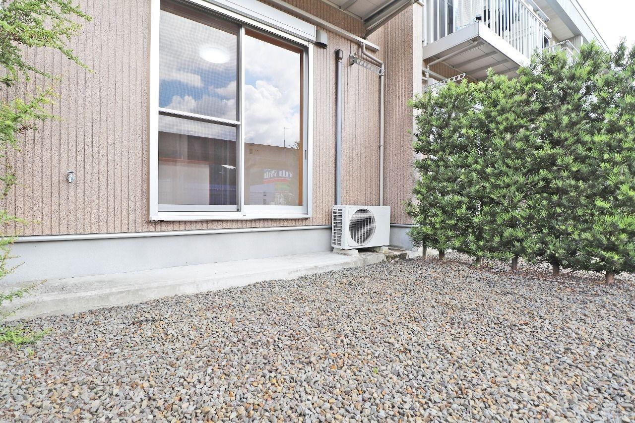広くて便利な専用庭があって、たくさんの洗濯物が干せます。水道もあるので、趣味の道具などを洗ったりもできます。