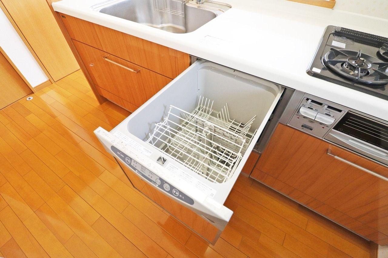 キッチンには食洗機が完備されています。毎日の大量の洗い物もこれがあれば時短でラクラク。