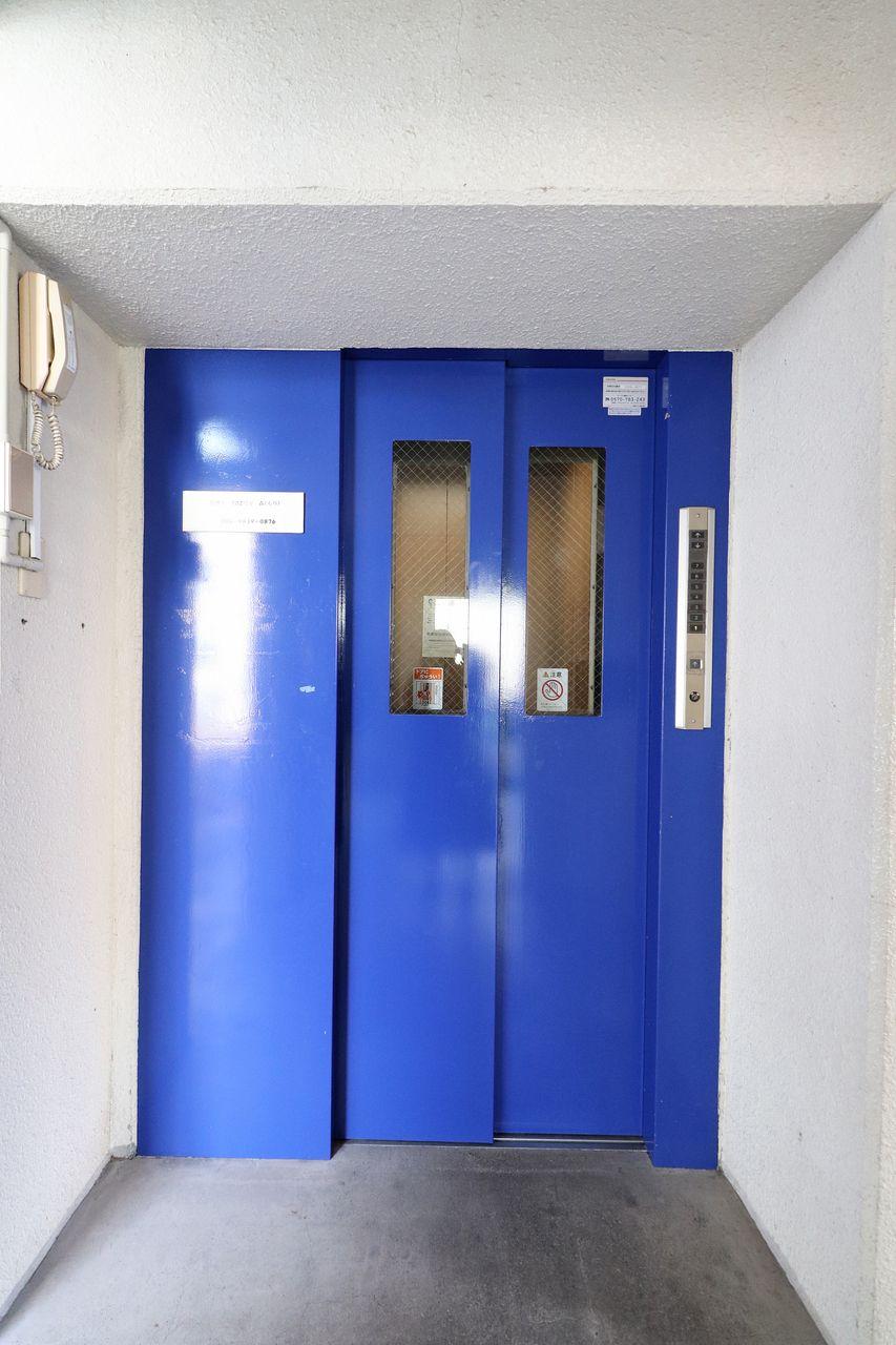 2階までの上り下りも荷物が多い日なんかは特にツライ・・安心してください、あなたの側にエレベーター。