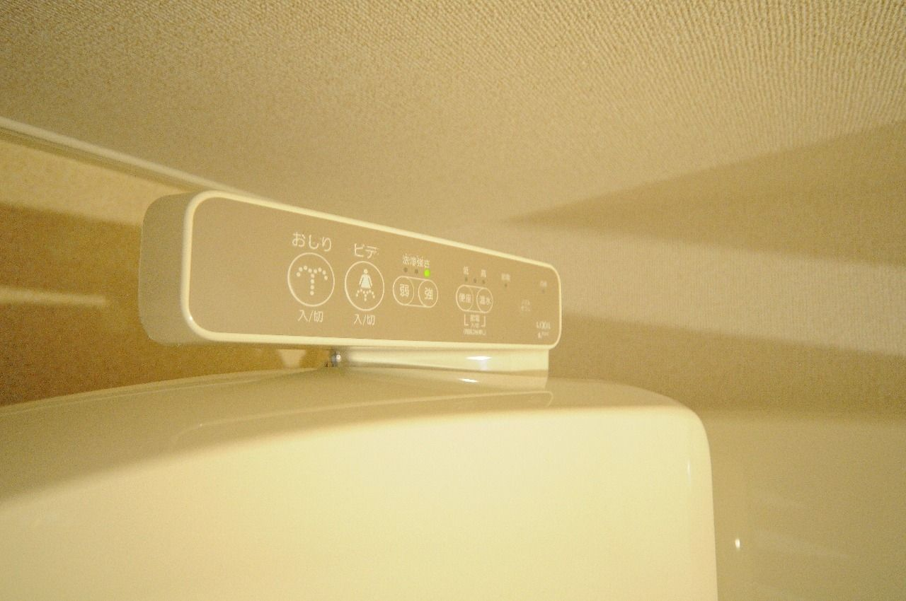 デリケートなお尻に欲しい設備。これを使う事によってゴシゴシ拭く必要が無くなります。
