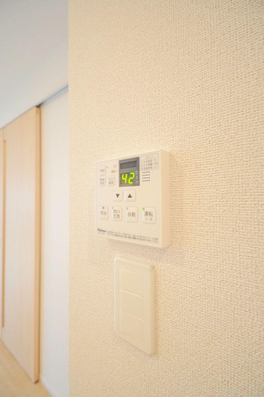 お湯の温度設定・自動湯張り・追焚・浴室との通話機能。便利な機能がたくさん付いています。