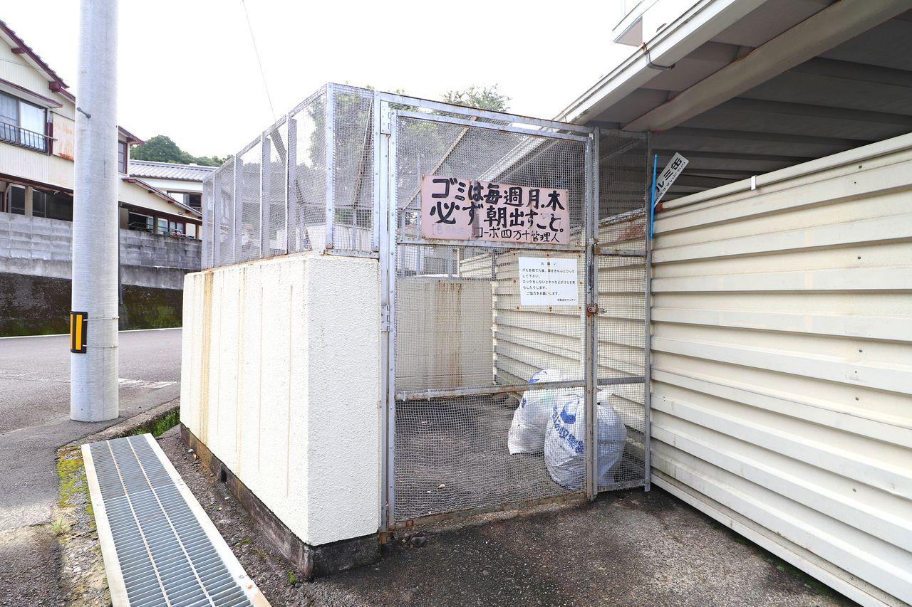 カラスなどに荒らされる心配はご無用!しっかりと柵で囲まれているのはありがたいですよね。