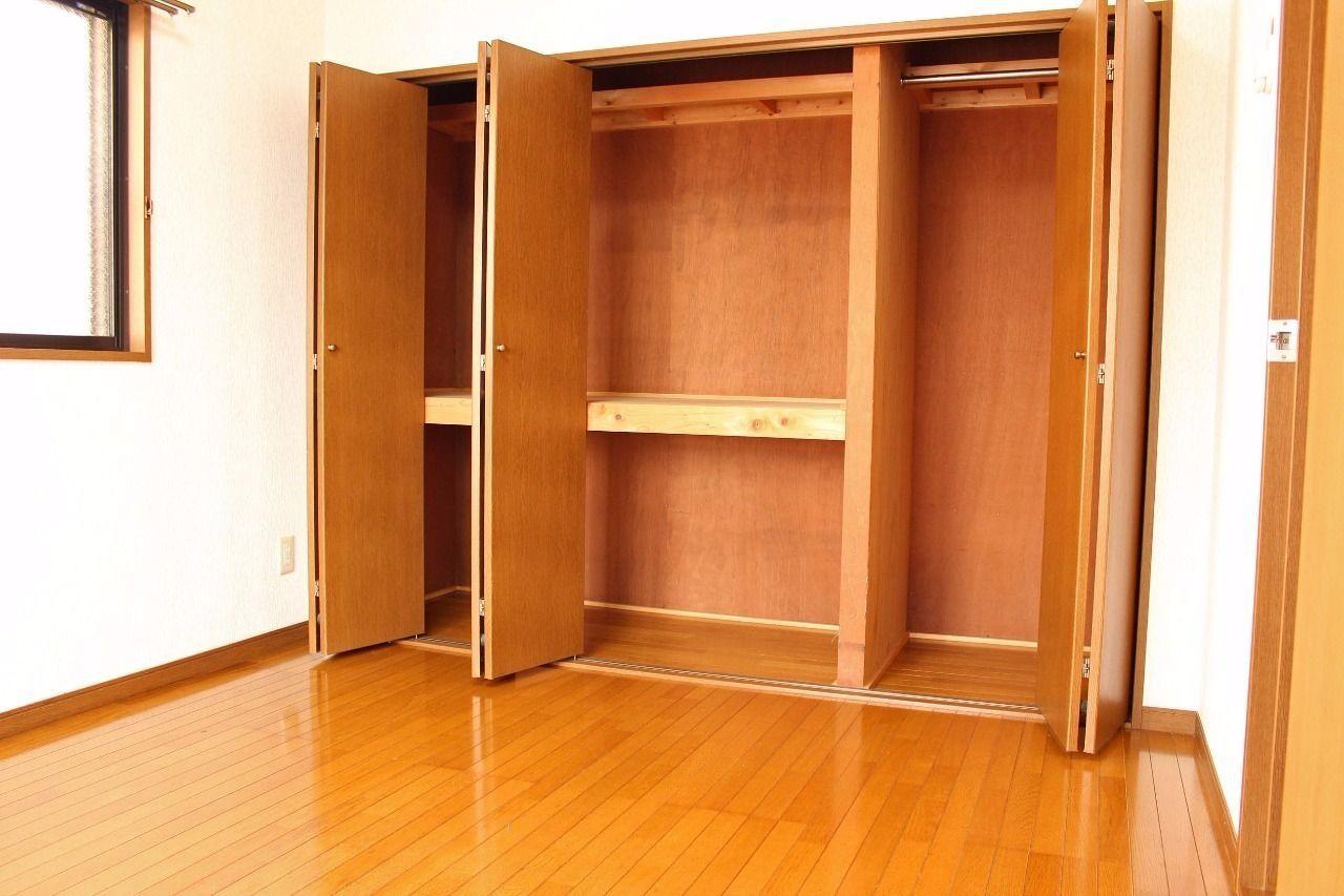 壁一面の大きなクローゼットです。衣類や荷物がたくさんあっても安心です!