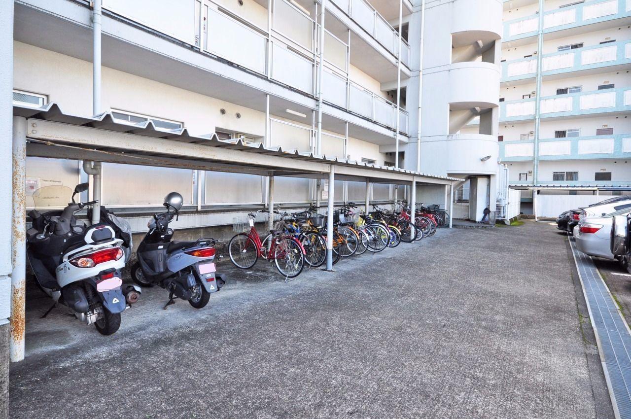 広いスペースが確保されています。 お子様の自転車もスクーターもこちらへどうぞ!