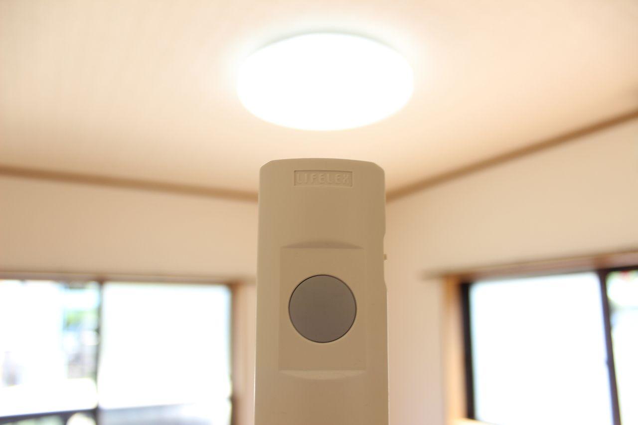 寝る前に電気を消すのに立つのが面倒。これがあれば寝たまま照明が消せますよ!