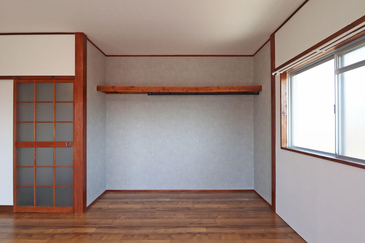 お部屋に住んでる皆にとって使い勝手がいい場所にオープンクローゼットを新設しました。取り出しやすさが抜群!
