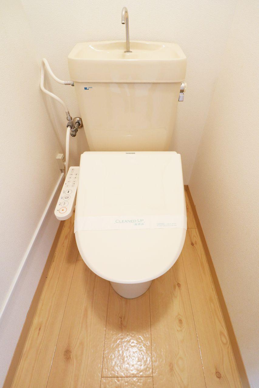 お尻に優しく、トイレットペーパーの節約にも役立ちます。人気のある設備です。