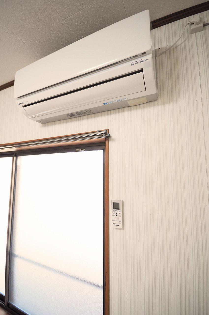 なくてはならない設備のひとつエアコンもちゃんとついています。夏の暑い日も冬の寒い日もこれで安心♪