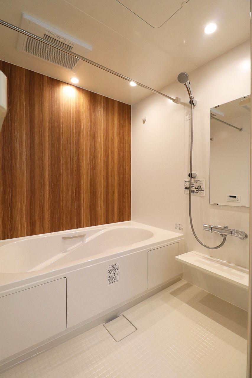 日頃の疲れを癒すのはやっぱりお風呂♪広々としたお風呂でゆったりと寛げます。