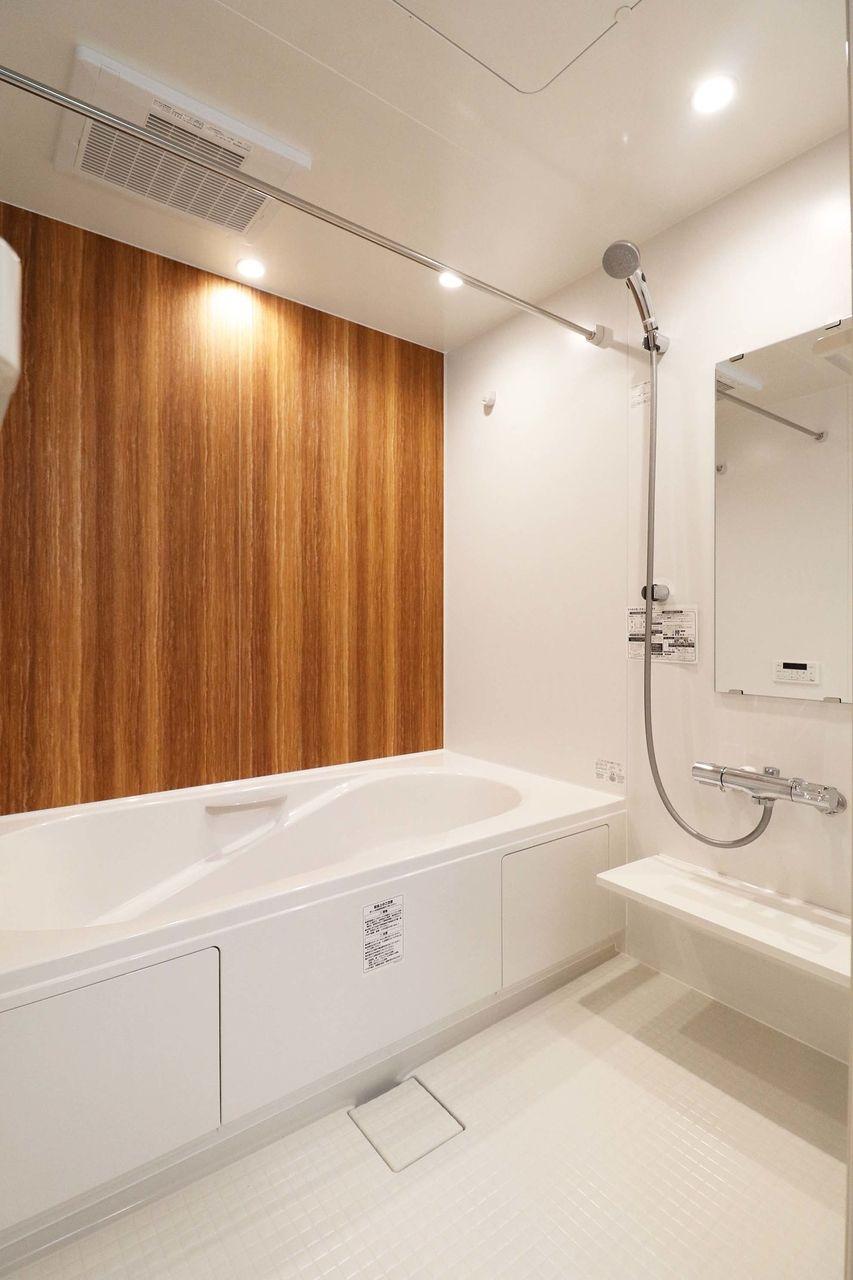 毎日の疲れを癒すのはやっぱりお風呂♪広々とした一坪風呂には浴室乾燥機もついています。