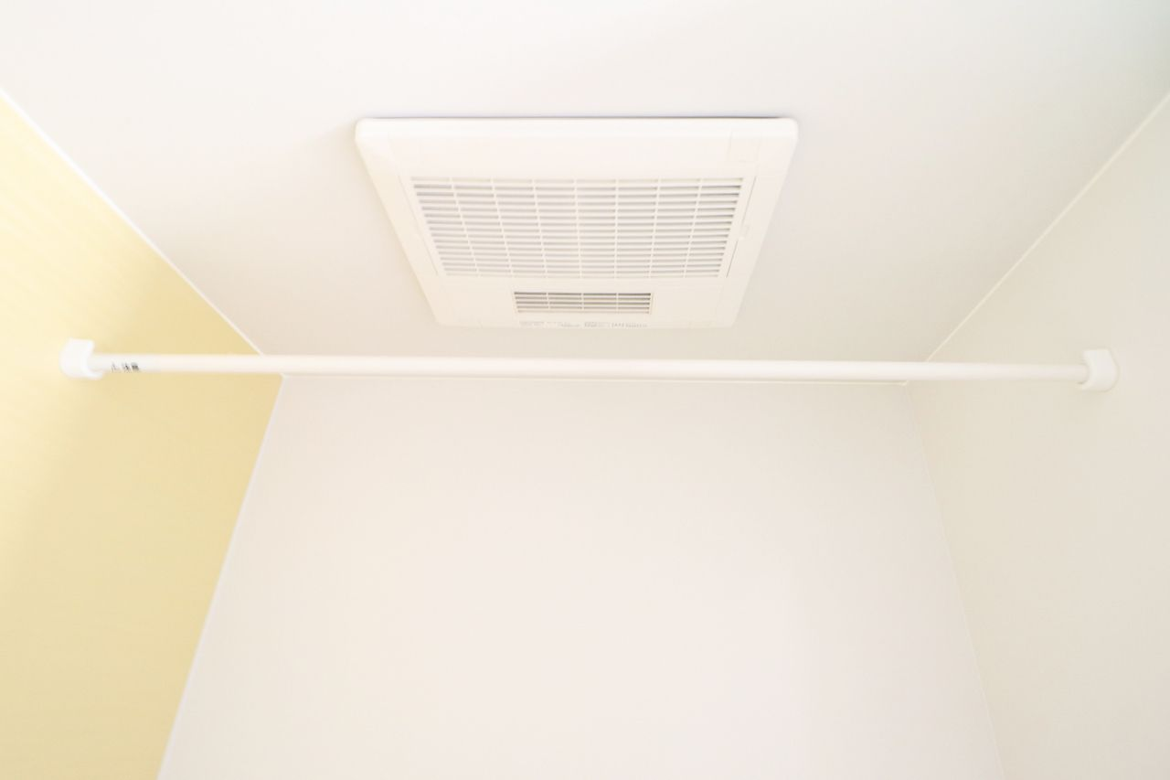 梅雨時、花粉の時期など、洗濯物を乾かすのに便利な設備です。