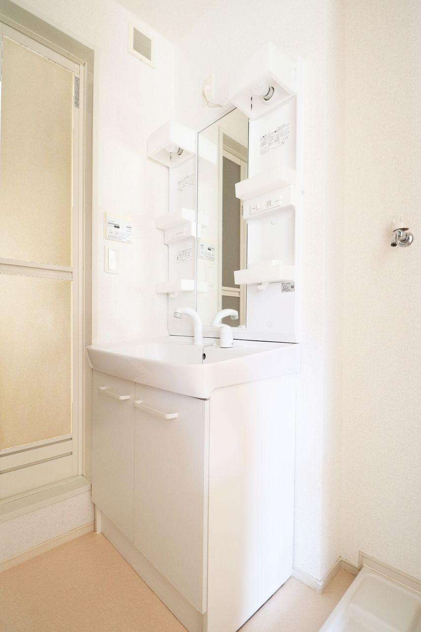 ハンドシャワー付きで、洗髪もできる優れもの。寝ぐせ直しにも役立ちます♪