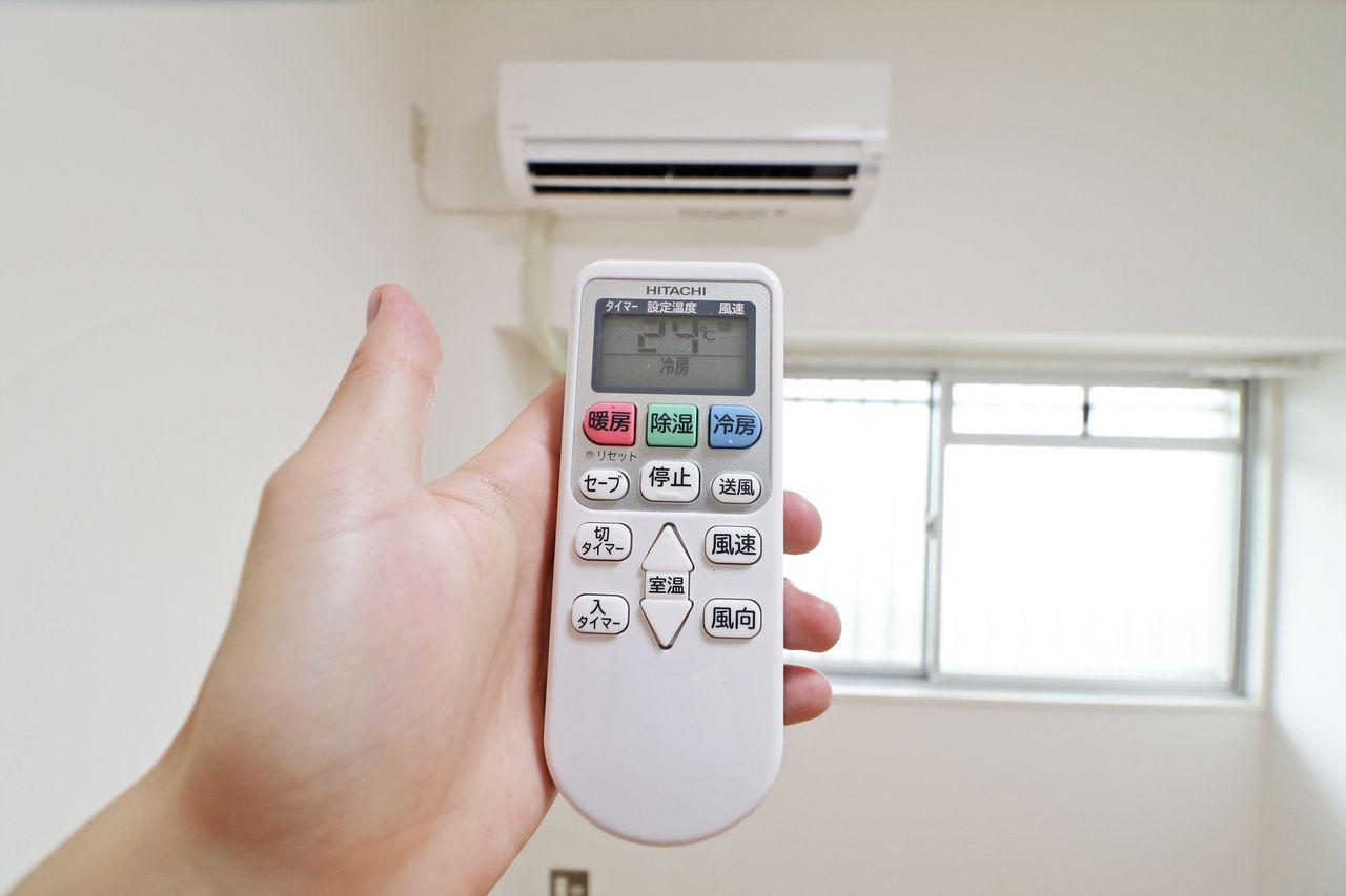 必需品のエアコンがリビングと洋室に1台づつ備わっています。暑い日、寒い日に活躍します。